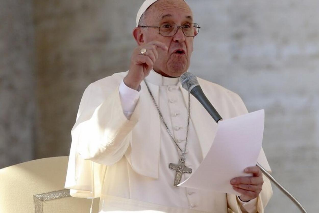 """Папа Римський Франциск назвав вакцину від коронавірусу """"світлом надії"""""""