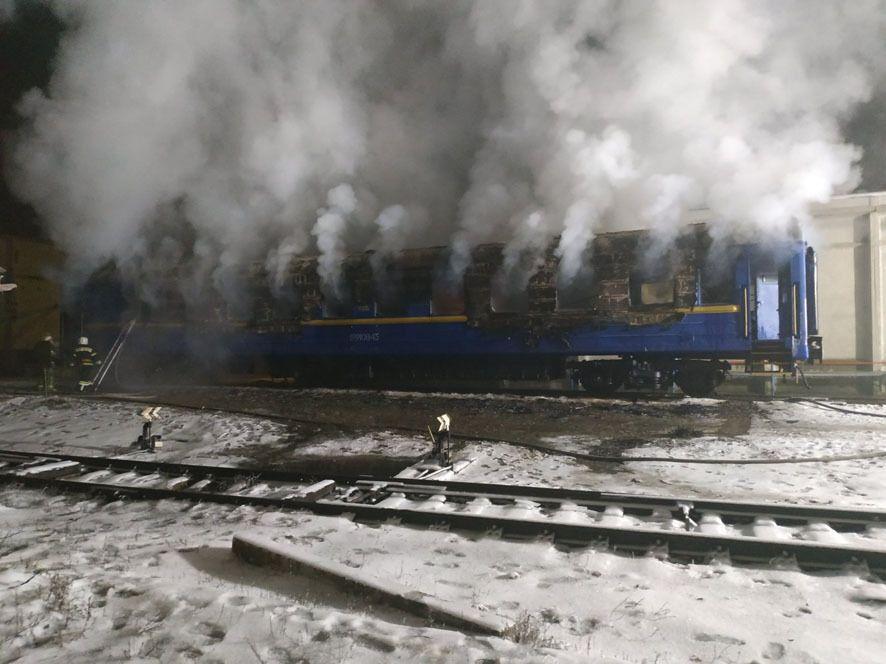 Вогнем знищено внутрішнє обладнання, облицювання стін і стелі вагону