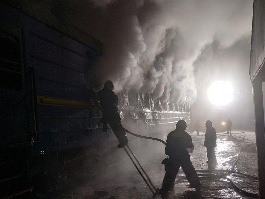 Через сильне задимлення рятувальники працювали в апаратах захисту органів дихання