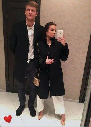 Влад і Дарина Кучеруки в будинку