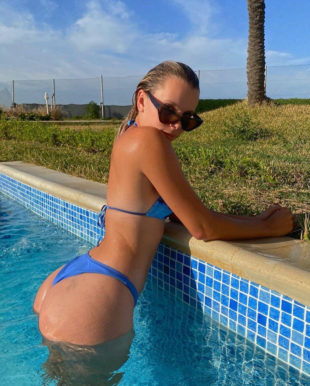 Анджелина Граовац в бассейне