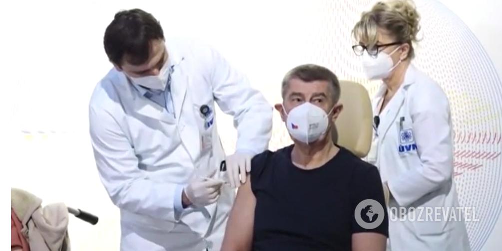 Премьер-министр Чехии Андрей Бабиш получил прививку против COVID-19