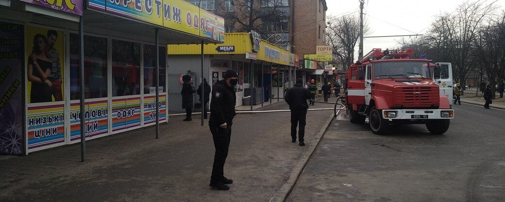 Из-за пожара полицейским пришлось перекрыть движение на одной из главных улиц Черкасс