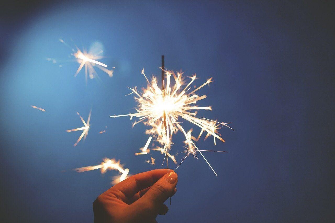 Бенгальский огонь – один из символов Нового года