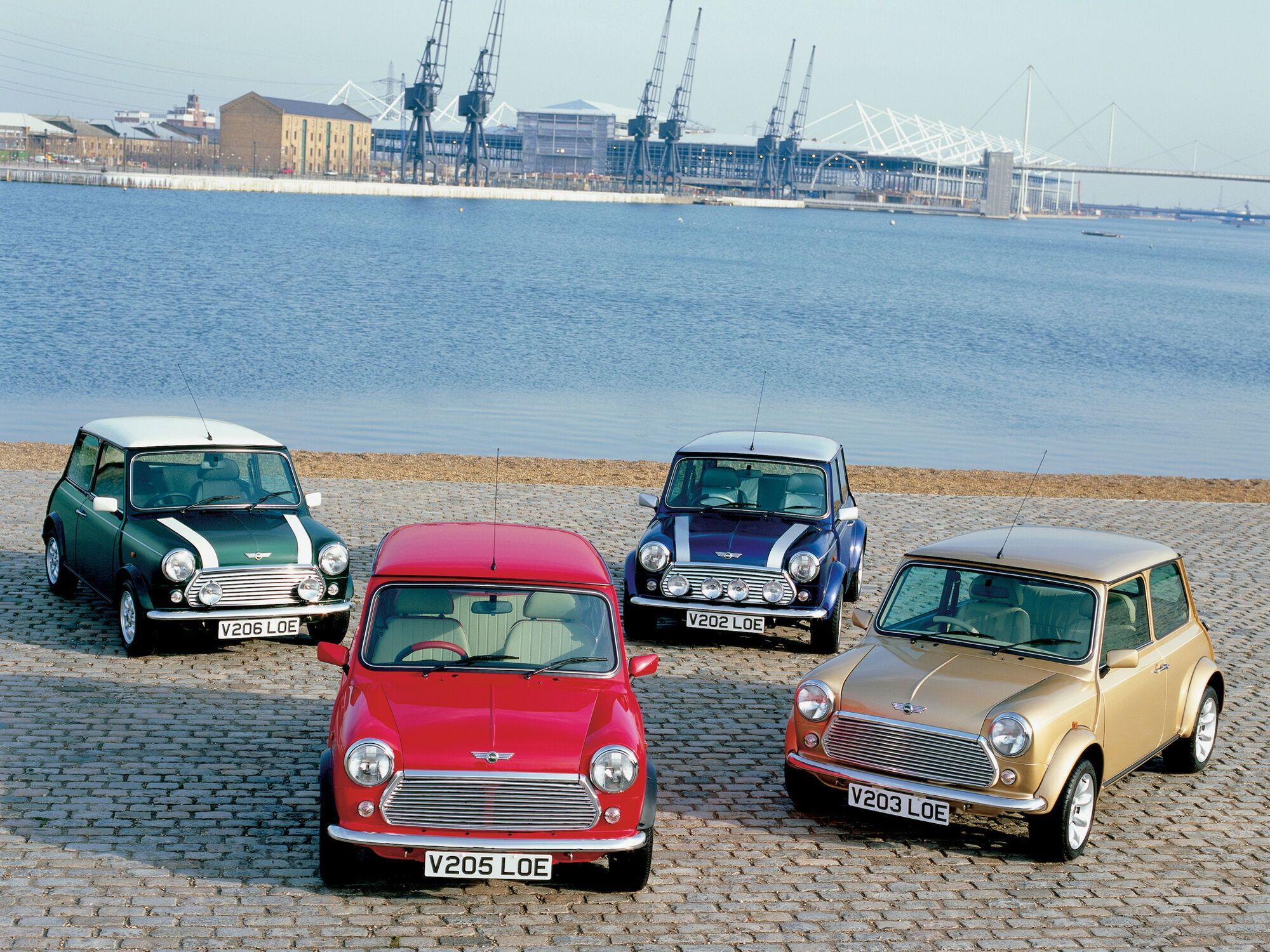Класичний Mini випускався з 1959 року та протримався на конвеєрі 41 рік. Останній екземпляр виготовили 4 жовтня 2000 р.