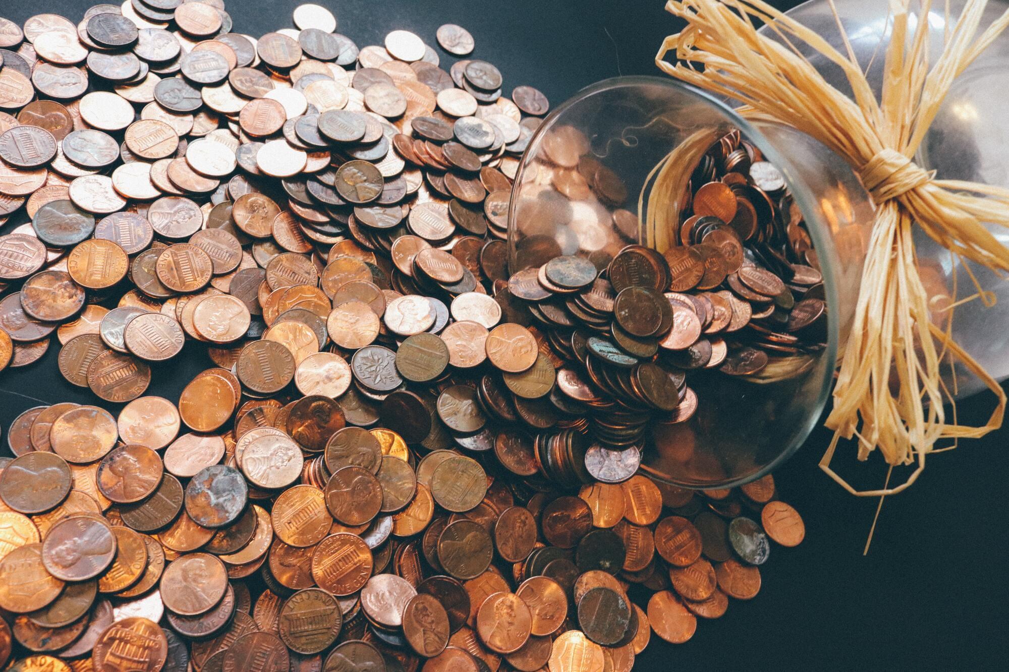 Привлечь деньги в дом поможет монетка под ковриком