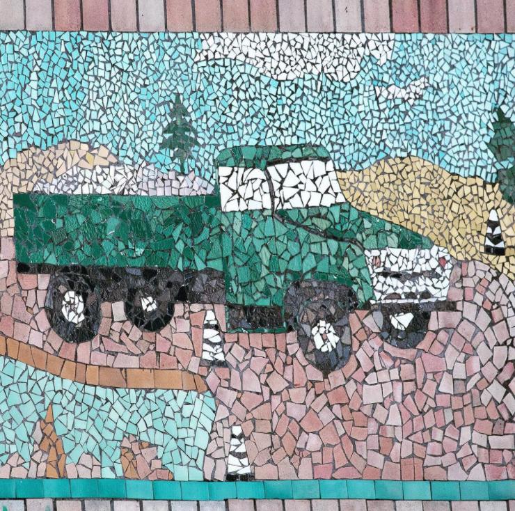Строительство, Пирятин, Украина. Фрагмент мозаики неизвестного художника, керамическая плитка