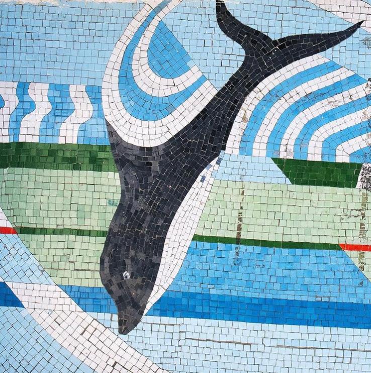 Автобусная остановка Приморское, Одесская область, Украина. Фрагмент мозаики неизвестного автора, керамическая мозаика