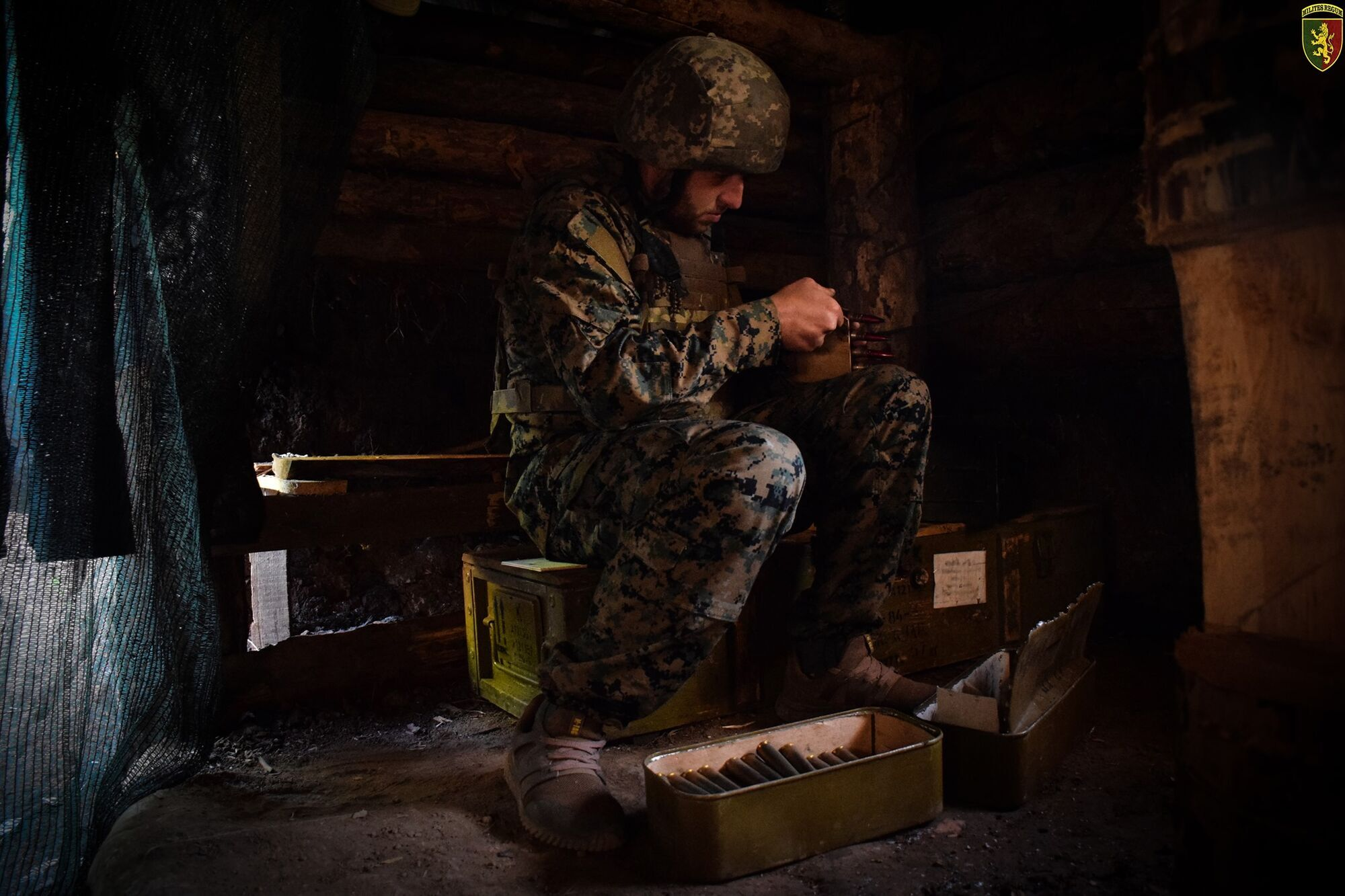 Украинский военный на позициях