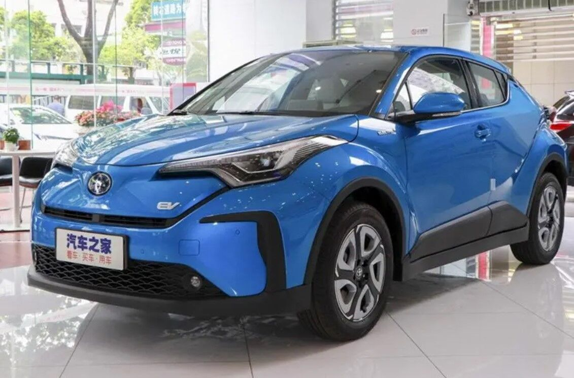 """Toyota C-HR Electric – """"проходной"""" электромобиль"""
