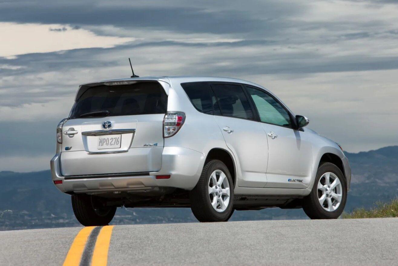 Про электрический Toyota RAV4 сегодня почти никто не помнит