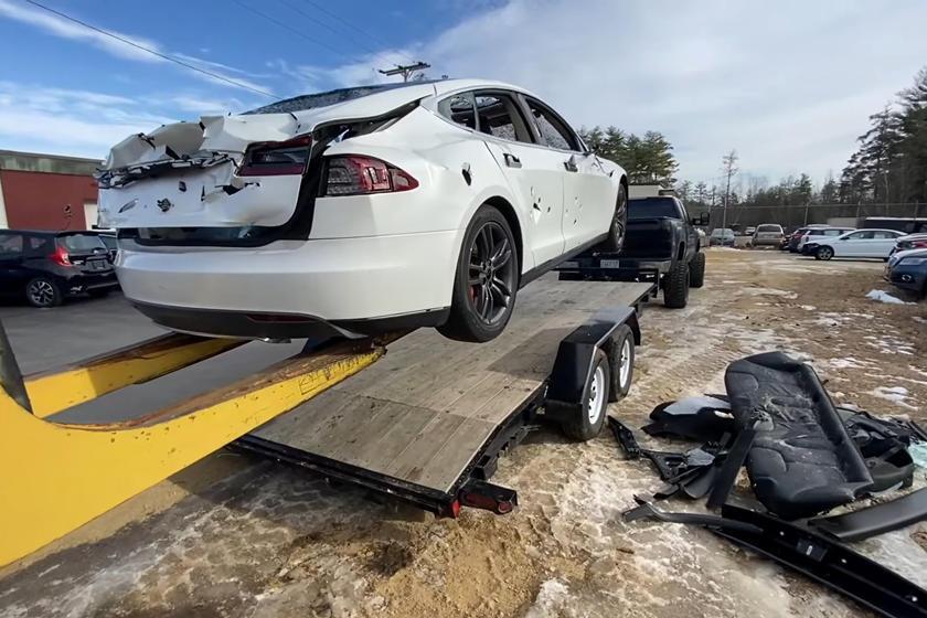 """Та сама """"Тесла"""", яку перероблять на бензинове авто"""