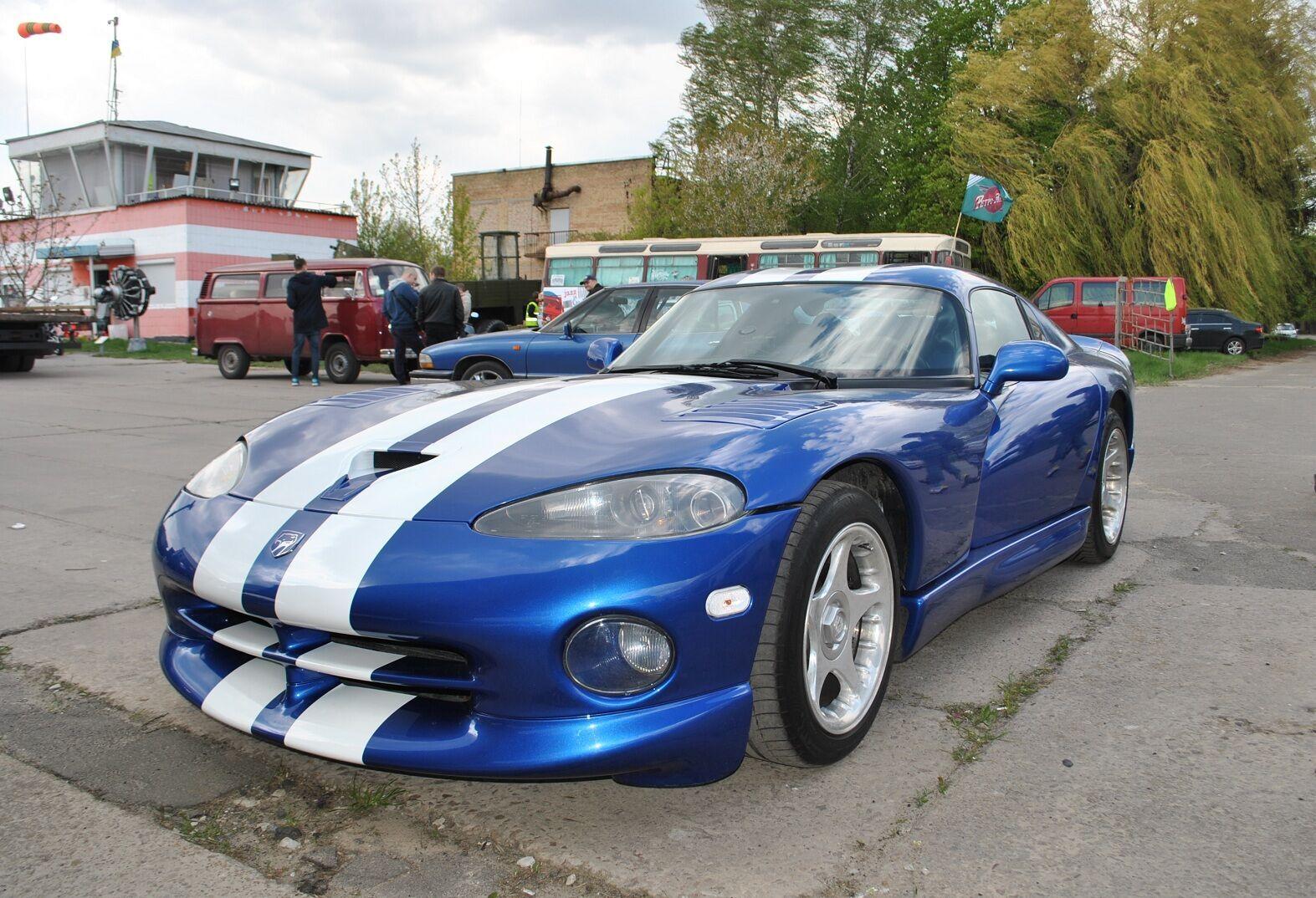 """Dodge Viper GTS 1997 года, который уже как несколько лет """"обитает"""" в Украине. На фото: это же авто 8 лет назад"""
