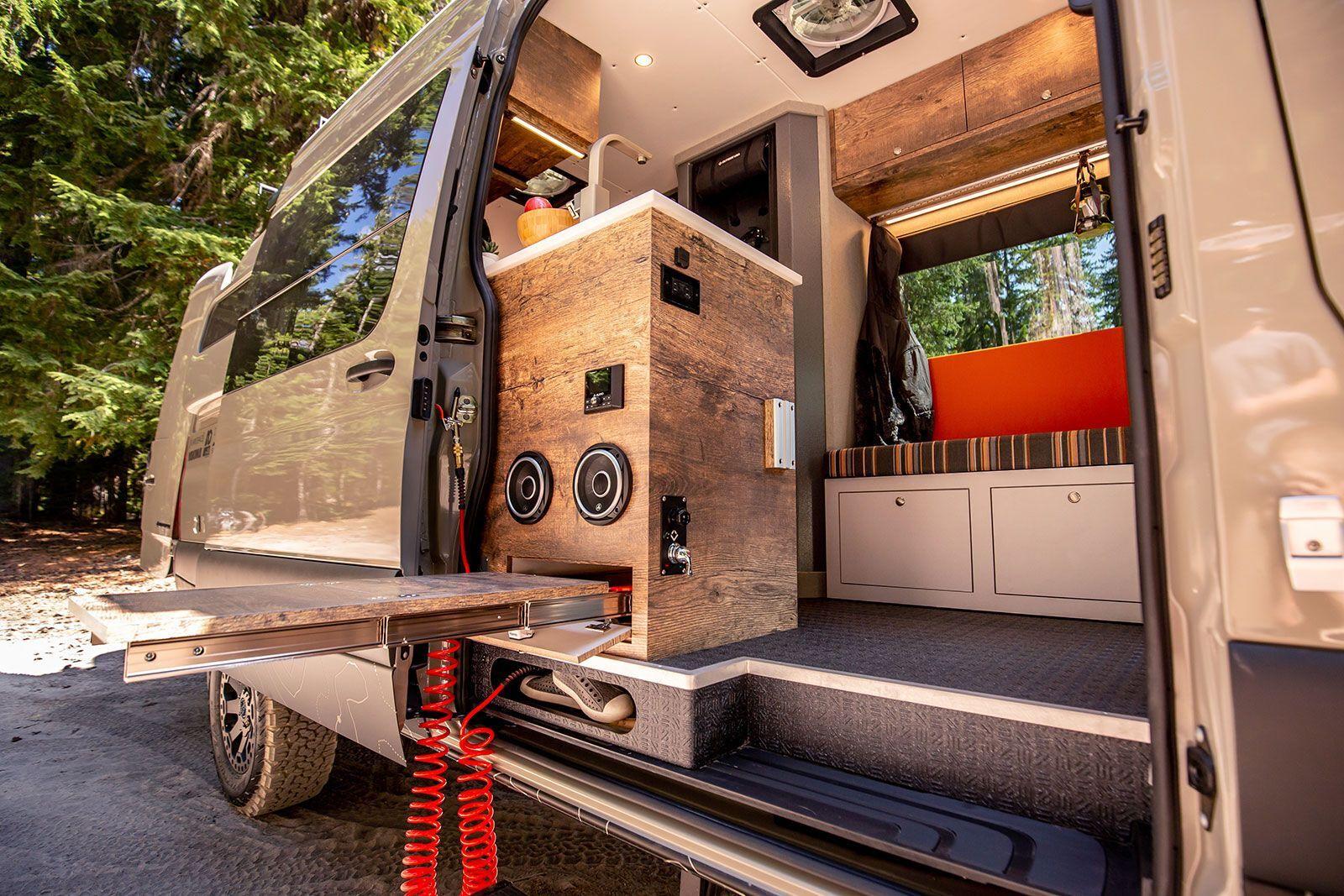 Elevate предназначен для комфортного путешествия компании из 6 человек