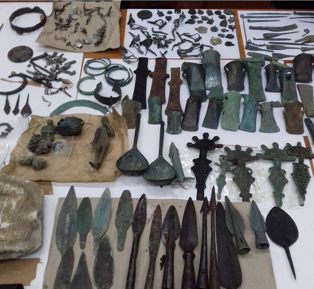Наиболее многочисленными были подвески, кольца, различные инструменты