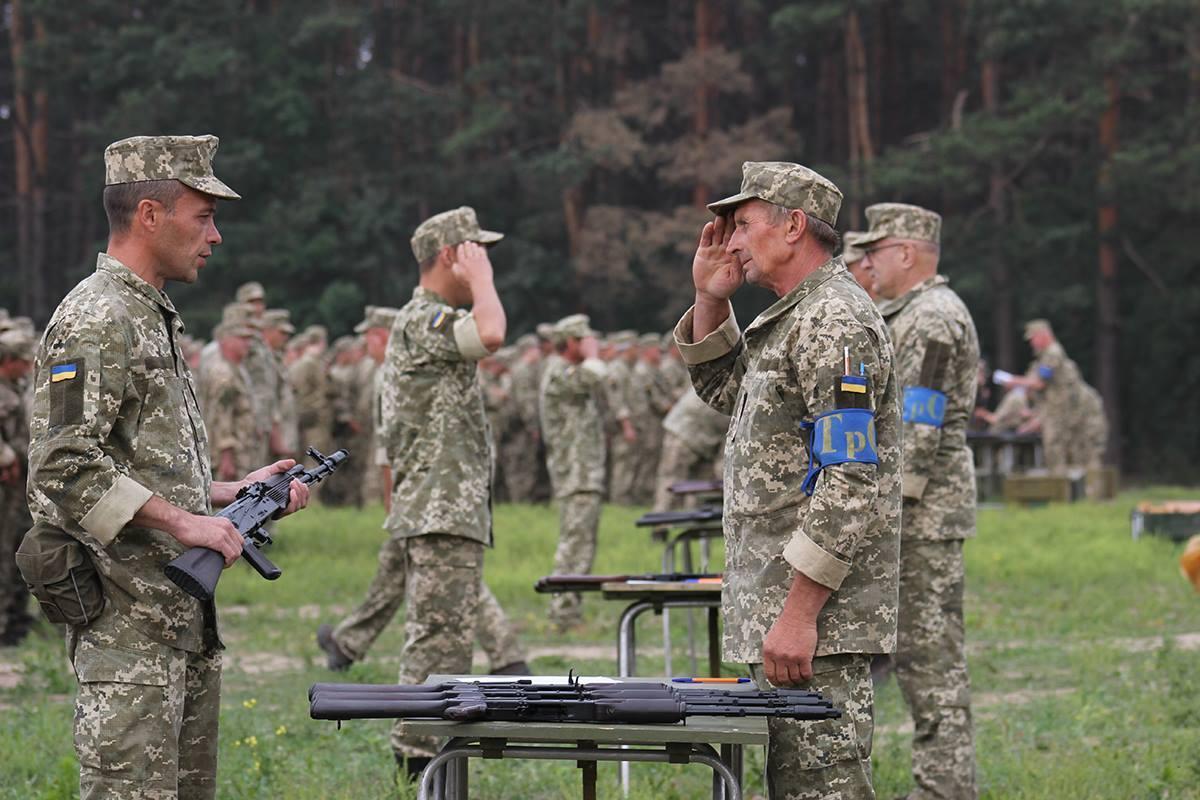 Для хранения дома членам теробороны хотят предоставить до 80 тысяч единиц стрелкового оружия