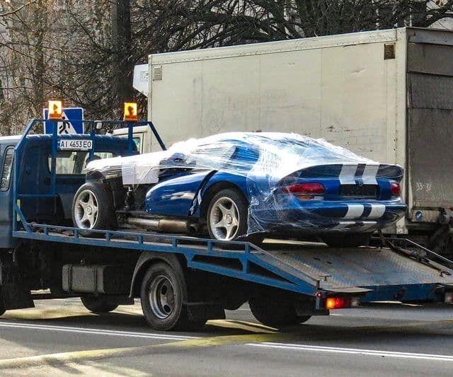 Сейчас автомобиль пребывает в частично разобранном состоянии - его готовят к продаже