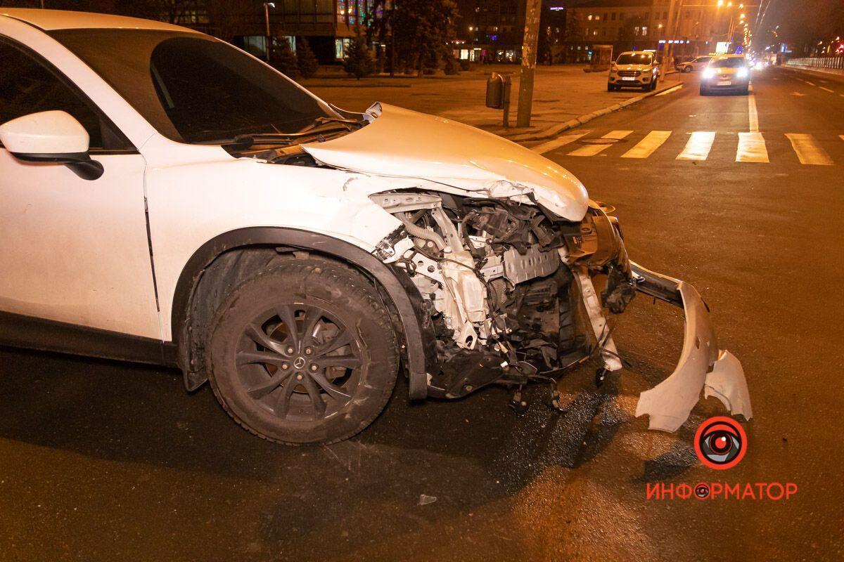 Обидва автомобілі сильно постраждали.