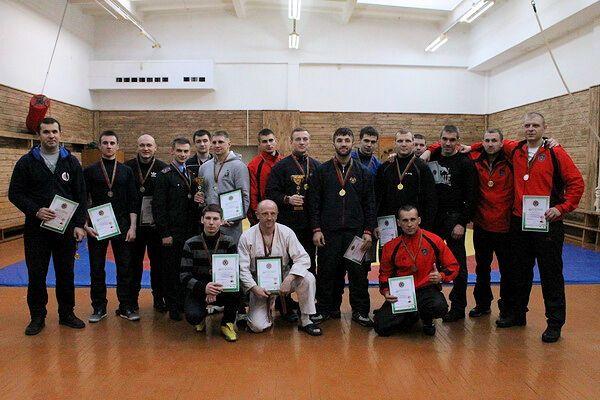 Анатолий Примак (крайний справа) на соревнованиях по рукопашному бою среди сотрудников милиции Минска