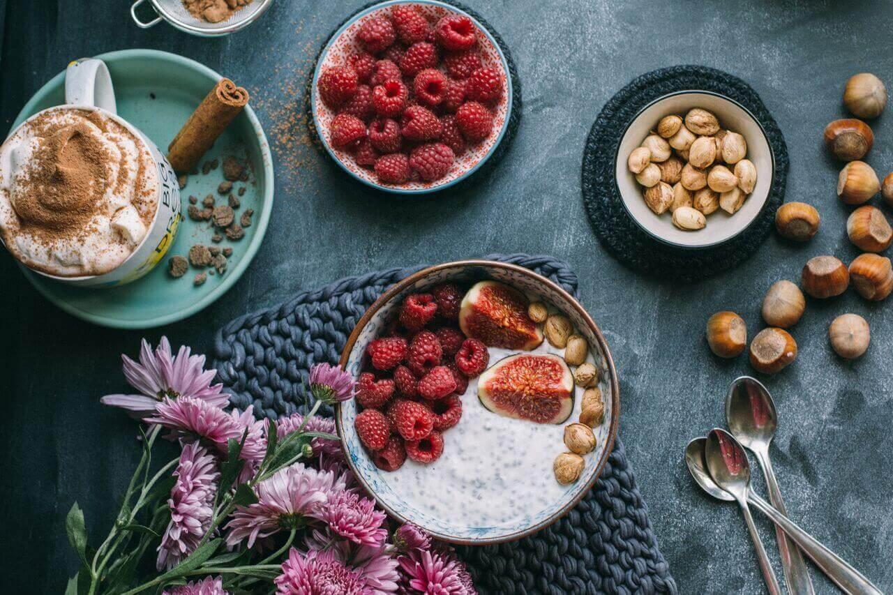 Дієтологиня пояснила, що не бажано їсти перед сном