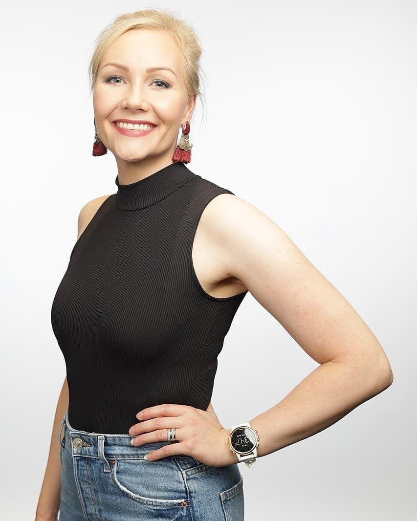 Емма Кіміляйнен у тісному одязі