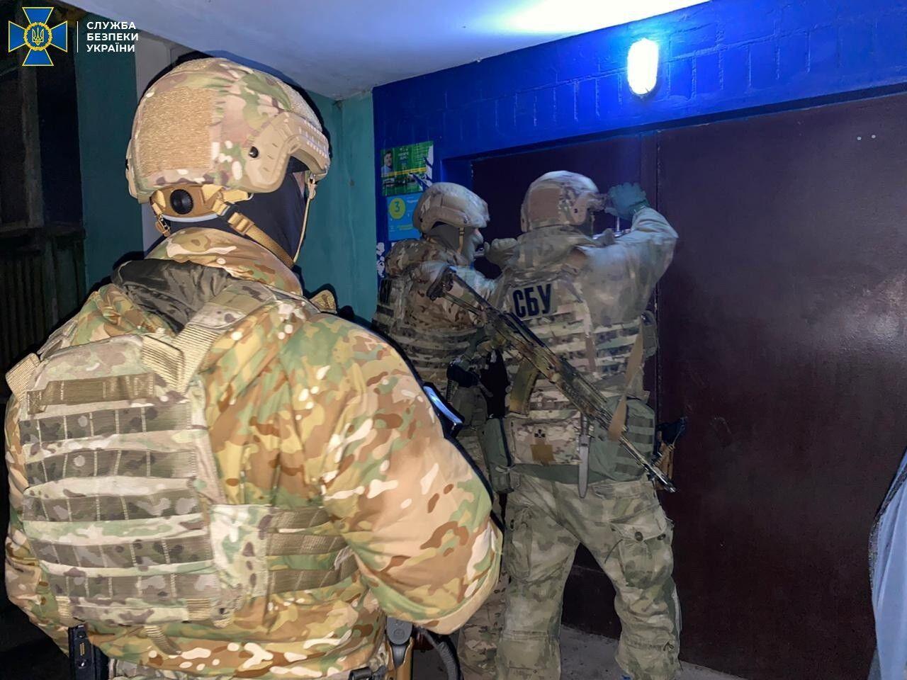 Силовики провели обыски у подозреваемых