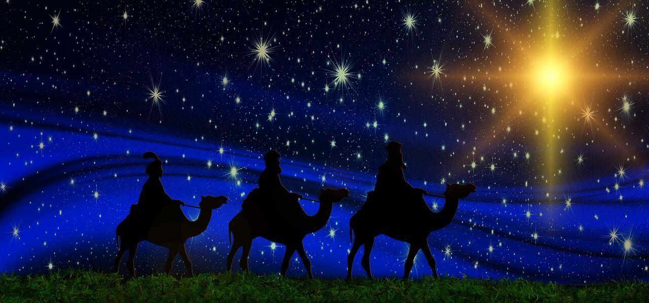 За біблійними переказами волхви, які прибули зі Сходу, принесли свої дари Немовляті Ісусу