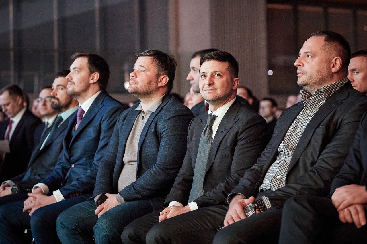 У березні почала розсипатися молода й амбіційна команда Володимира Зеленського.