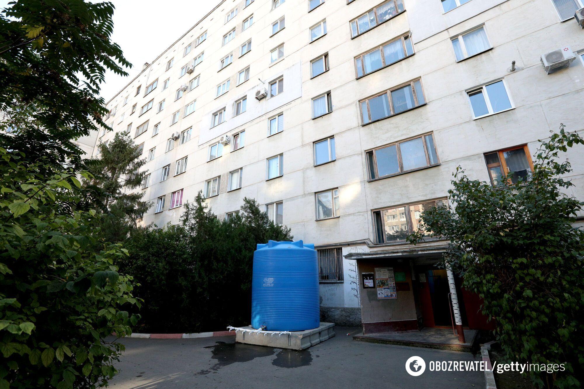 Ще з літа більшість кримських міст і селищ отримують питну воду погодинно.