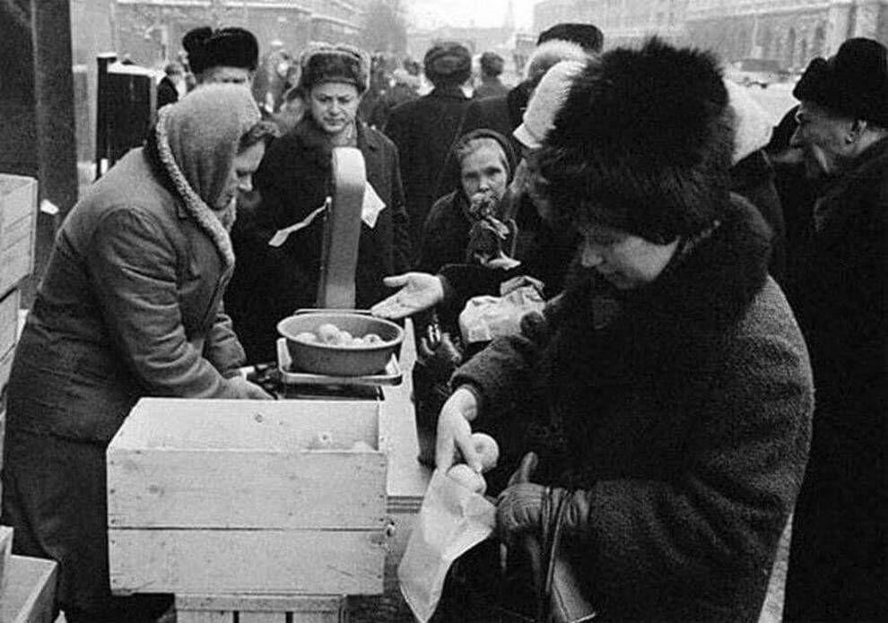 Черга за фруктами в СРСР