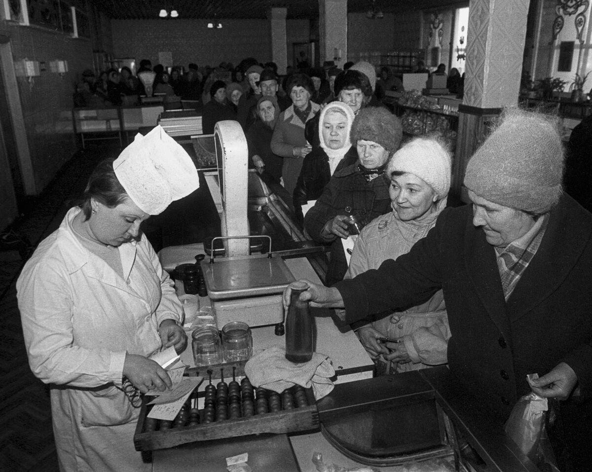 Черга в радянському магазині