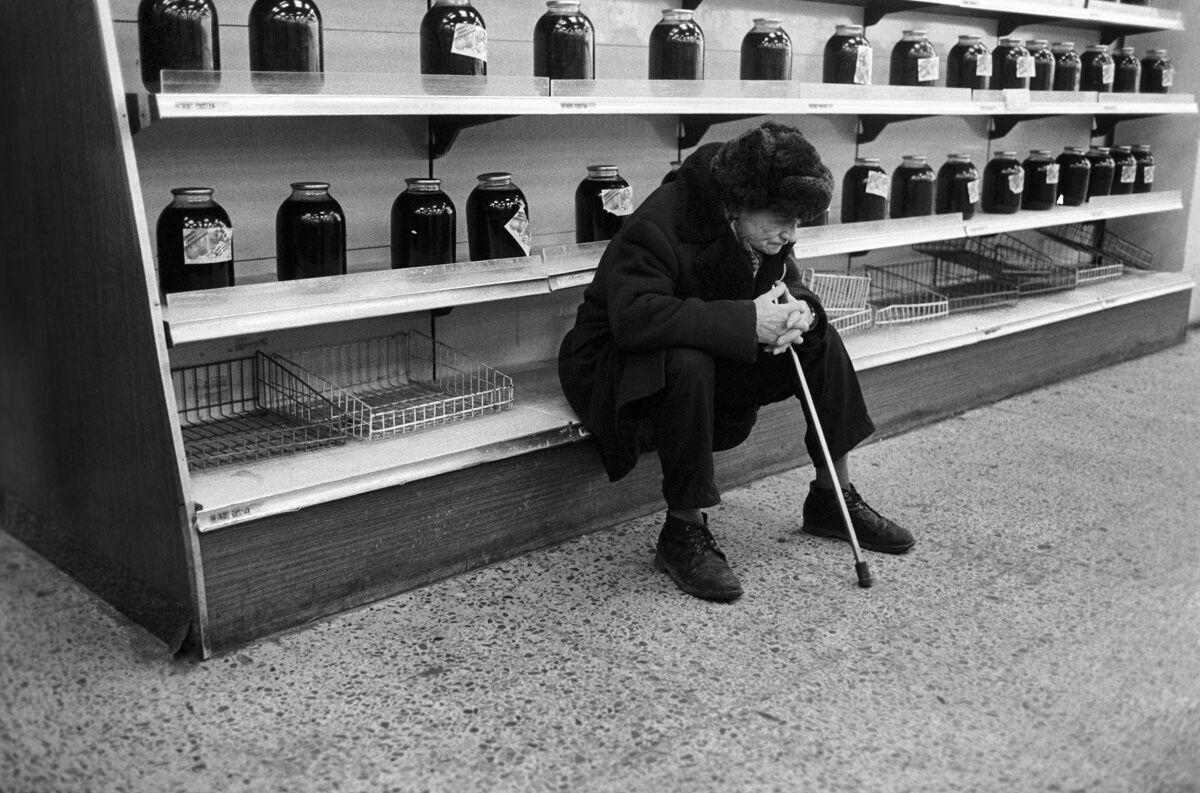 Порожні полиці взуттєвого магазину в СРСР