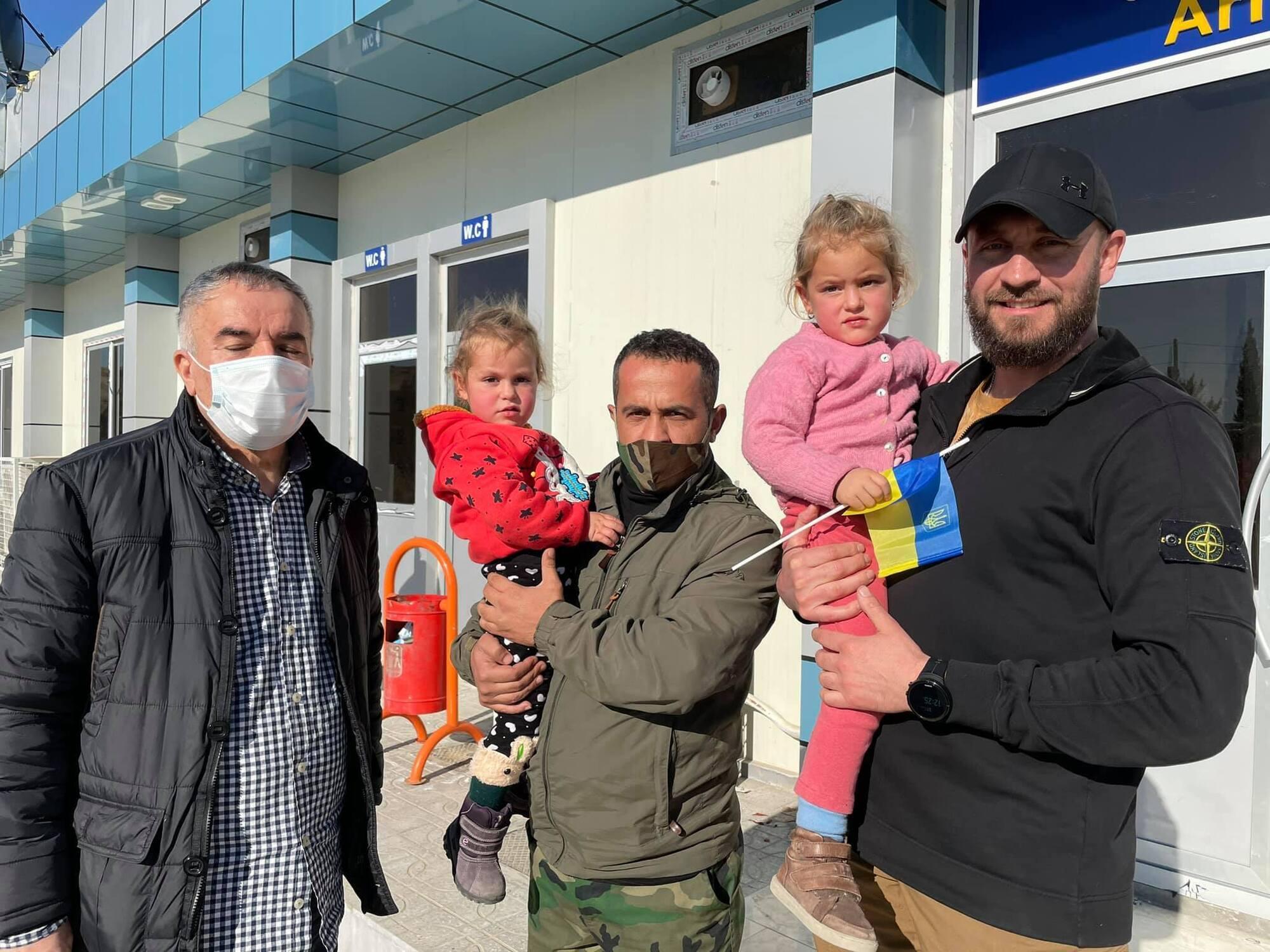 Девять украинских граждан освободили из сирийского лагеря