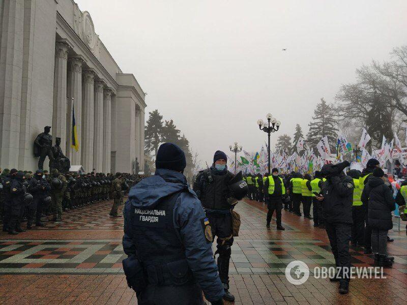 Мітинг під стінами парламенту