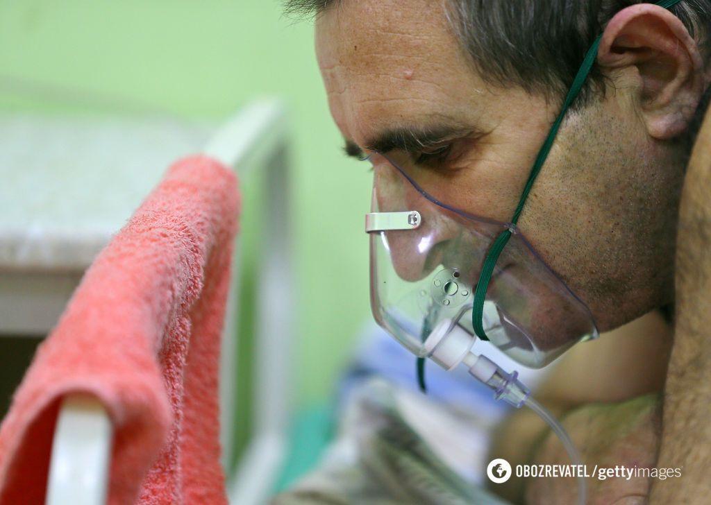 Пациентам приходится дышать спасительным газом по очереди