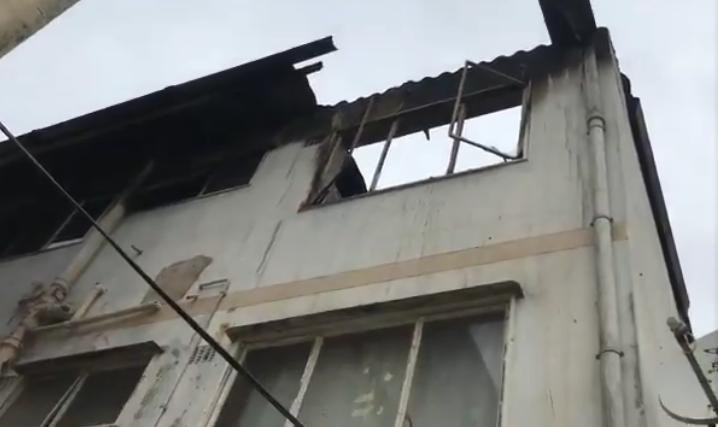 Будинок, на який перекинувся вогонь