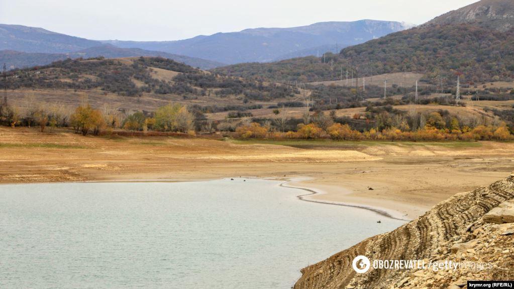 Вид на южную сторону водохранилища, куда впадает река Аян