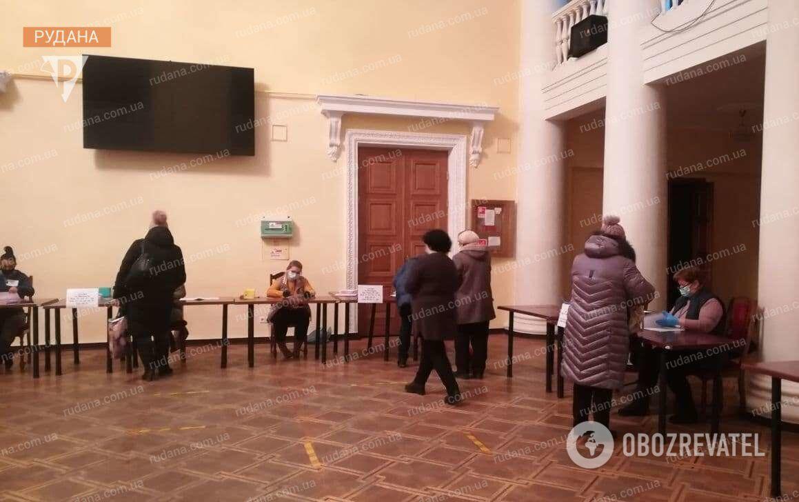 Во время второго тура выборов мэра в Кривом Роге работают 294 избирательных участка