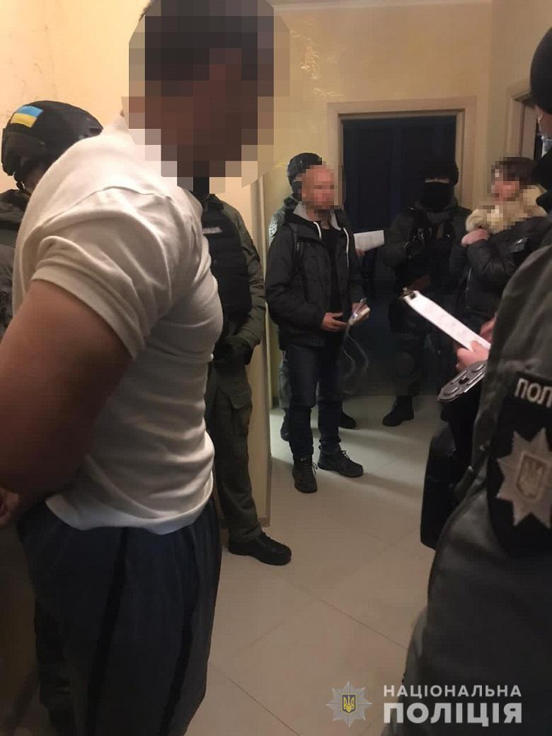 Злоумышленника задержали в порядке статьи 208 УПК Украины.