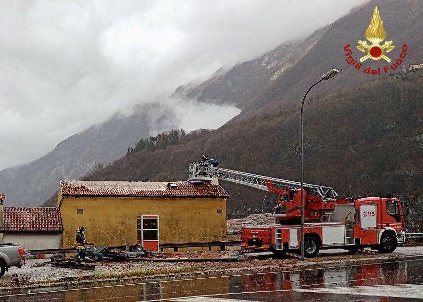 Пожарная служба устраняет последствия наводнения