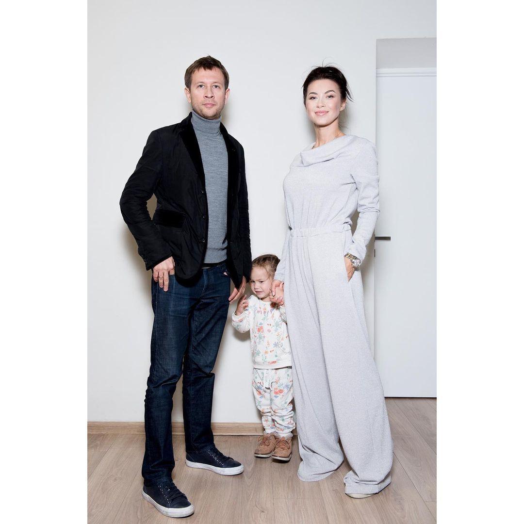 Полина Логунова с мужем Дмитрием Ступкой и дочерью Богданой.