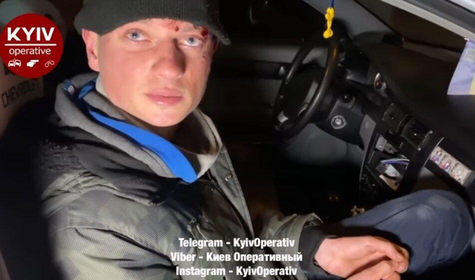 """За кермом авто був співробітник """"1 + 1"""" Віталій Середа."""