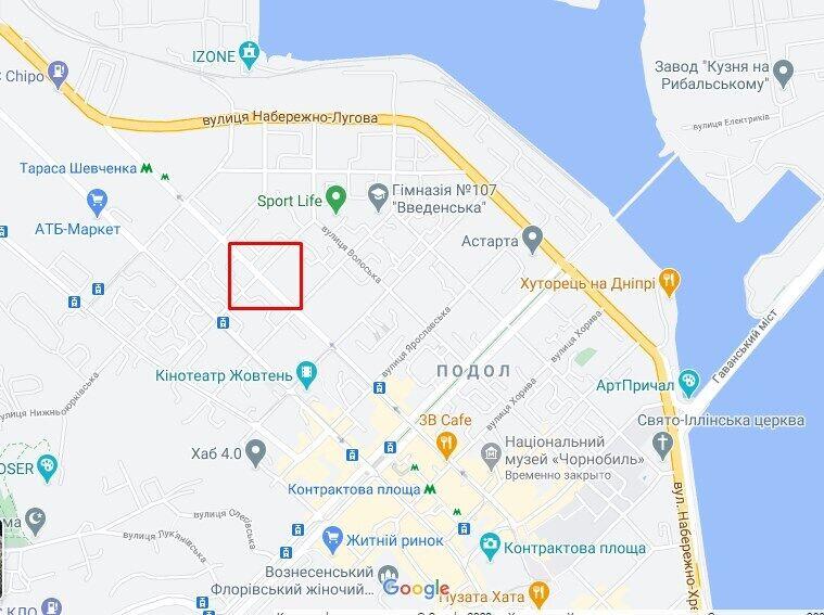 Авария произошла на перекрестке Оболонской и Межигорской.