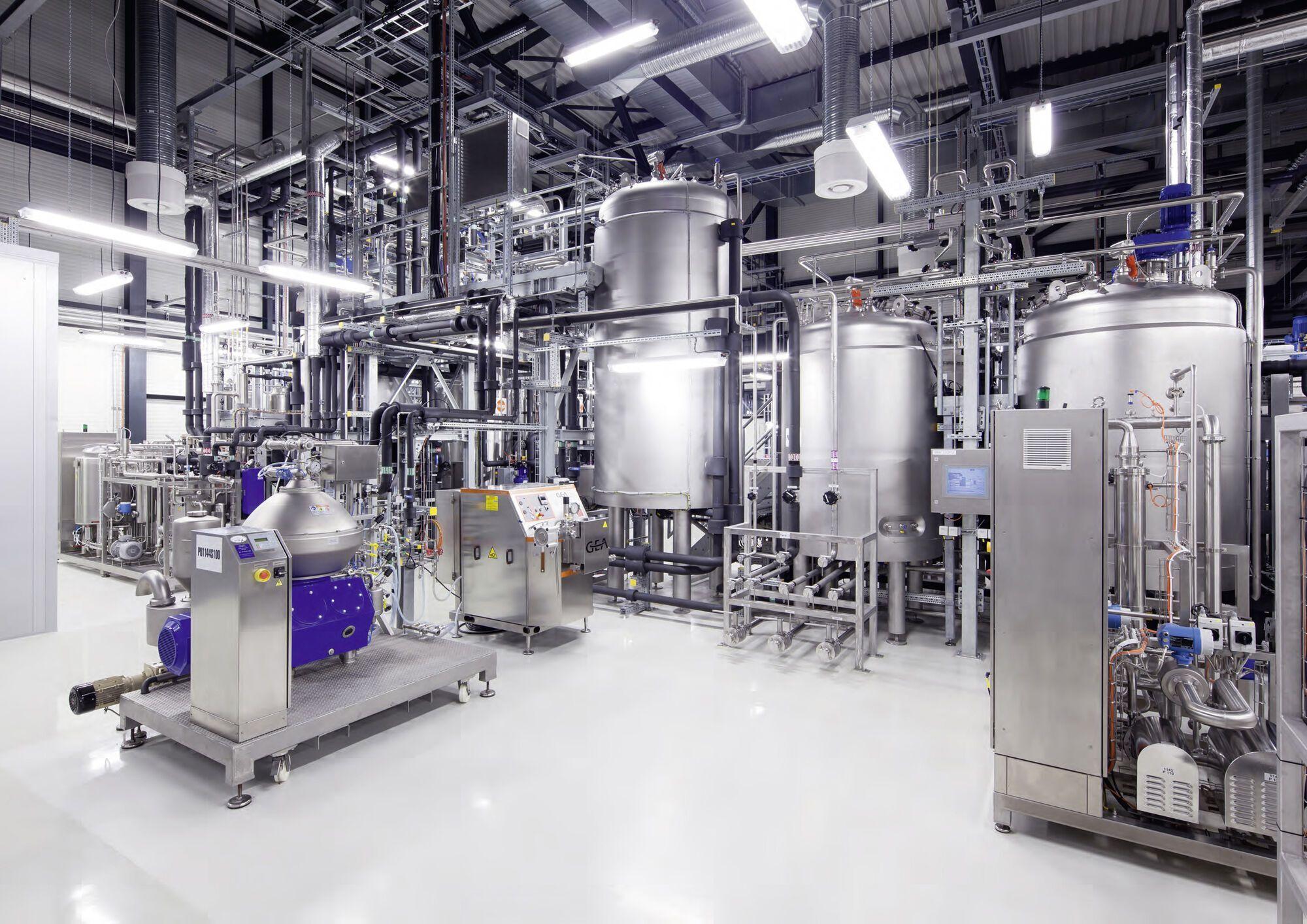 Комплекс по производству синтетического бензина (e-benzin) на заводе компании Global Bioenergies в немецком городе Лойна