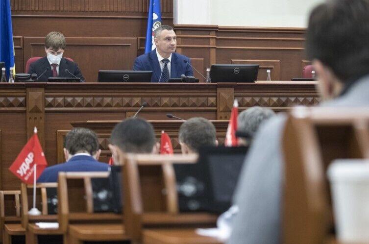 По словам Виталия Кличко, в декабре депутаты должны принять жизненно важные для города вопросы
