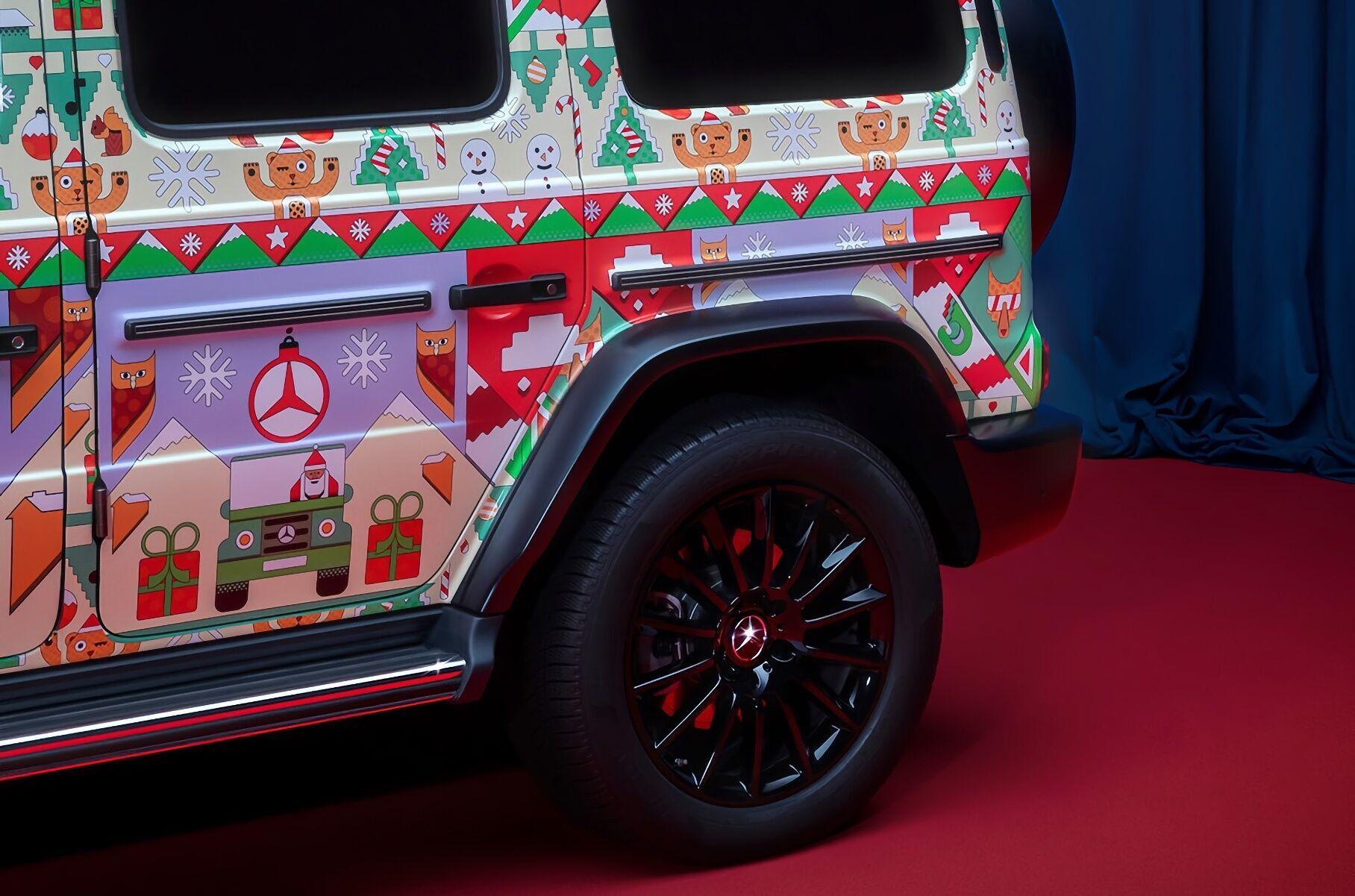 Mercedes-Benz підготував до Різдва оригінальні лівреї для своїх моделей