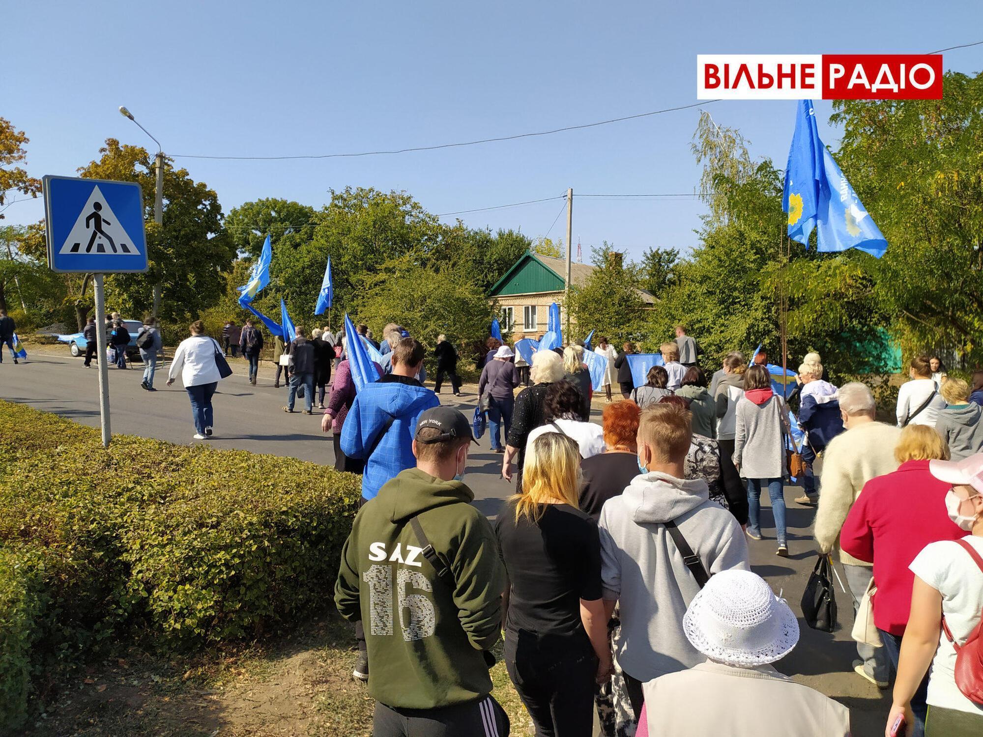 На акцию людей свезли на автобусах. Покидали территорию коммунального предприятия протестующие также организованно