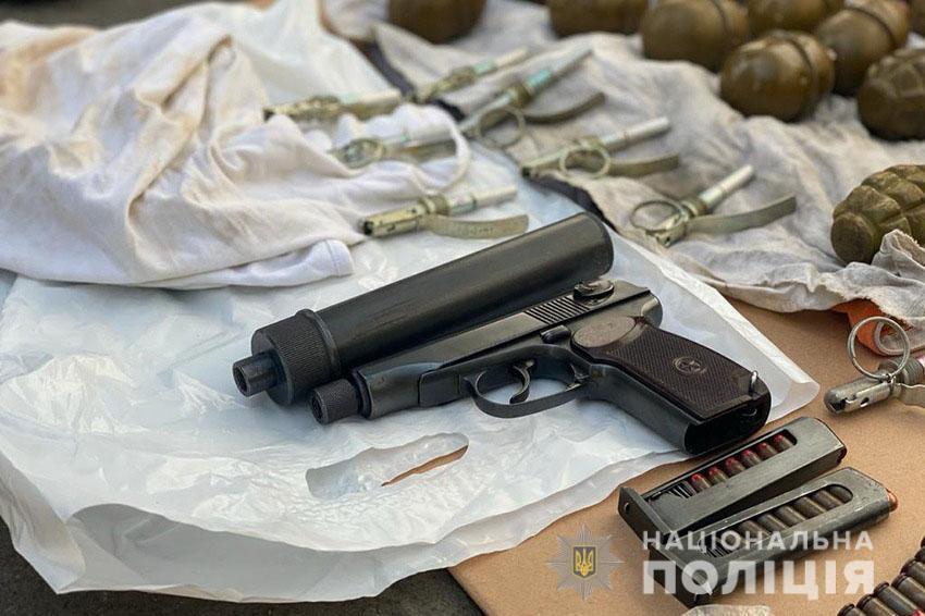 Правоохоронці задокументували факт продажу пістолета.
