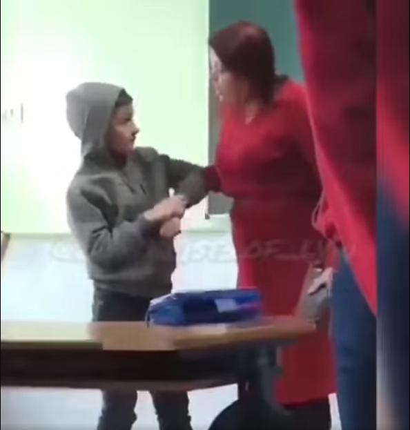 Кричить на дитину