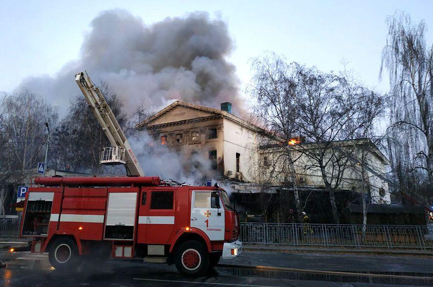 Дим від пожежі в центрі Полтави заволік все місто.